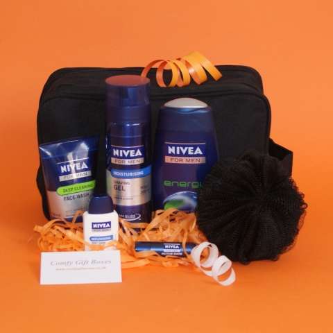 Gifts for boyfriends, male presents for him, wash bag gift sets for men, Nivea toiletries gifts for him, ideas for boys holiday presents, Father's Day gift ideas, gifts for boys UK