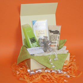 Pamper gifts for her, gifts for girlfriends, vanilla body scrub, Lindt vanilla white chocolate gifts, body pamper gifts