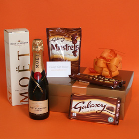 Pamper Champagne and Galaxy Chocolate Gift, champagne gifts for women, Moet champagne and chocolates gifts UK