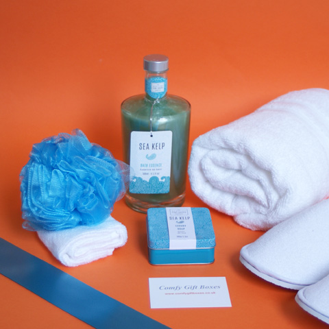Spa at home pamper gifts, relaxing bubble bath gifts for her, bath pamper gift ideas UK, home spa gift hampers for women